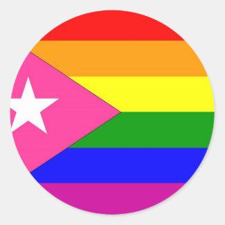 Bandera puertorriqueña del orgullo gay etiqueta redonda