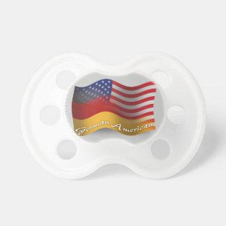 Bandera que agita Alemán-Americana Chupete De Bebe