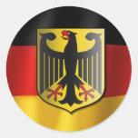 Bandera que agita alemana pegatina redonda