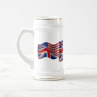 Bandera que agita Británico-Americana Jarra De Cerveza
