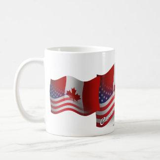 Bandera que agita Canadiense-Americana Taza De Café