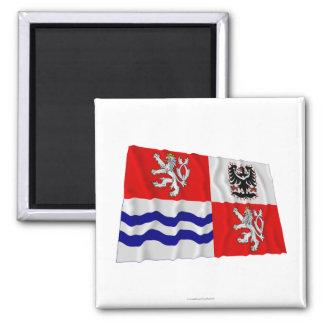 Bandera que agita central de Bohemia Imán Cuadrado