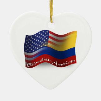Bandera que agita Colombiano-Americana Adorno Navideño De Cerámica En Forma De Corazón