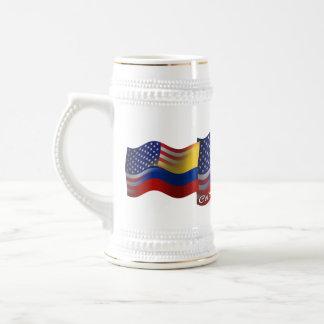 Bandera que agita Colombiano-Americana Jarra De Cerveza