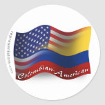 Bandera que agita Colombiano-Americana Pegatina Redonda