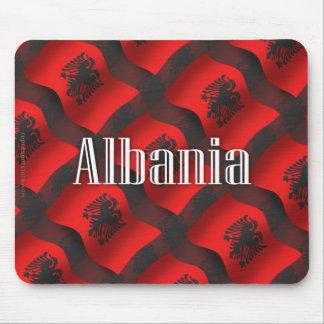 Bandera que agita de Albania Tapetes De Ratón