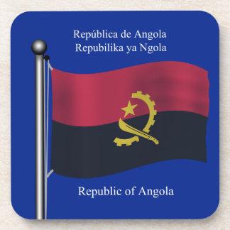 Bandera que agita de Angola Posavasos De Bebida