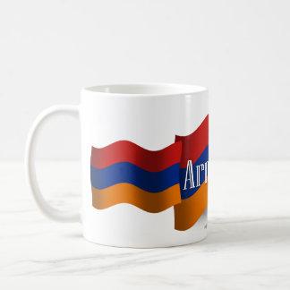 Bandera que agita de Armenia Taza Básica Blanca