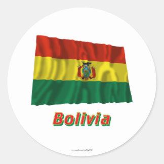 Bandera que agita de Bolivia con nombre Pegatina Redonda