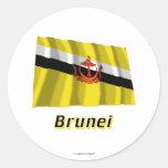 Bandera que agita de Brunei con nombre Pegatina Redonda