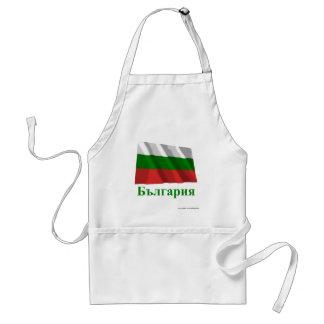 Bandera que agita de Bulgaria con nombre en búlgar Delantal