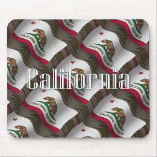 Bandera que agita de California Tapete De Ratón