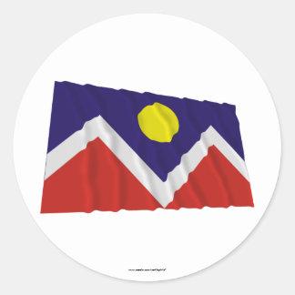 Bandera que agita de Denver Etiqueta Redonda