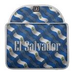 Bandera que agita de El Salvador Fundas Para Macbooks