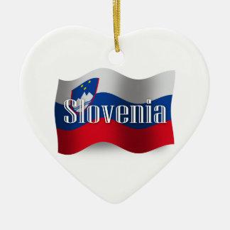 Bandera que agita de Eslovenia Adorno Navideño De Cerámica En Forma De Corazón