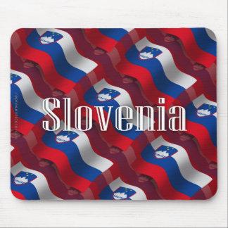 Bandera que agita de Eslovenia Tapetes De Ratón