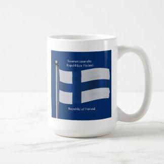 Bandera que agita de Finlandia Taza