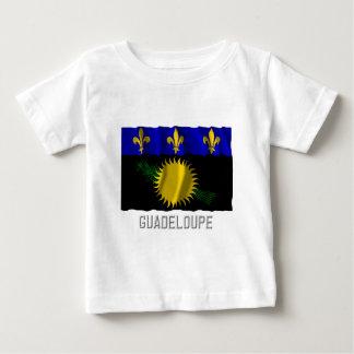 Bandera que agita de Guadalupe con nombre Playera Para Bebé