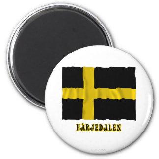 Bandera que agita de Härjedalen con el nombre (ofi Imán Redondo 5 Cm