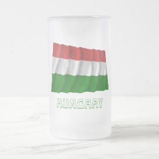 Bandera que agita de Hungría con nombre Taza Cristal Mate