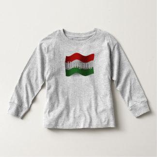 Bandera que agita de Hungría Tshirts