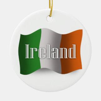 Bandera que agita de Irlanda Ornamento De Navidad