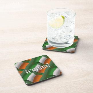Bandera que agita de Irlanda Posavasos De Bebidas