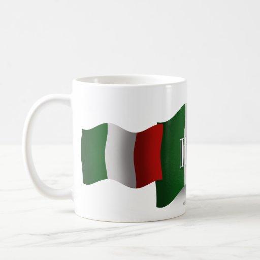 Bandera que agita de Italia Taza Clásica