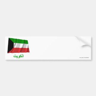 Bandera que agita de Kuwait con nombre en árabe Etiqueta De Parachoque