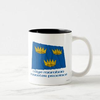 Bandera que agita de la provincia de Munster con n Taza De Café