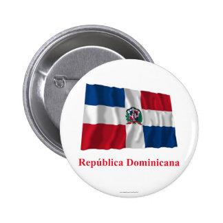 Bandera que agita de la República Dominicana con n Pin Redondo De 2 Pulgadas