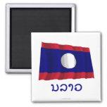 Bandera que agita de Laos con nombre en Lao Imanes