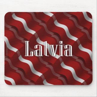 Bandera que agita de Letonia Alfombrillas De Ratón