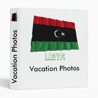 Bandera que agita de Libia con nombre