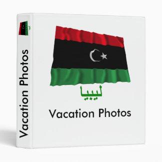 Bandera que agita de Libia con nombre en árabe