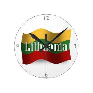 Bandera que agita de Lituania Reloj Redondo Mediano