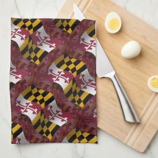 Bandera que agita de Maryland Toalla