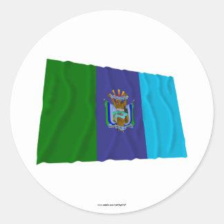 Bandera que agita de Santa Elena Pegatina Redonda