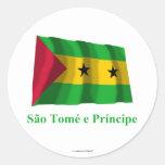 Bandera que agita de Sao Tome y de Principe con Pegatina Redonda
