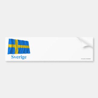 Bandera que agita de Suecia con nombre en sueco Pegatina De Parachoque
