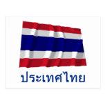 Bandera que agita de Tailandia con nombre en taila Postales