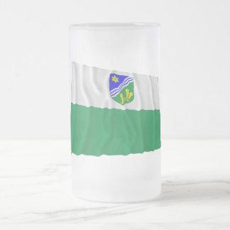 Bandera que agita de Tartu Jarra De Cerveza Esmerilada