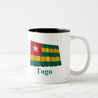 Bandera que agita de Togo con nombre Taza De Dos Tonos