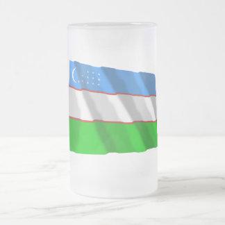 Bandera que agita de Uzbekistán Taza De Cristal