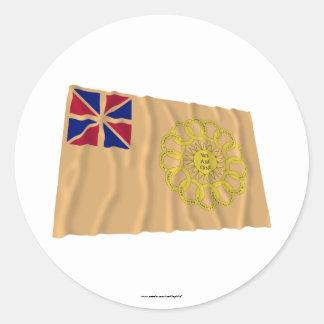 Bandera que agita del 2do regimiento de New Etiquetas Redondas