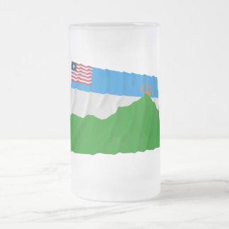 Bandera que agita del condado magnífico de Gedeh Tazas De Café