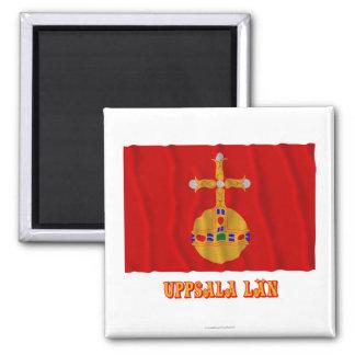 Bandera que agita del län de Uppsala con nombre Imán Cuadrado