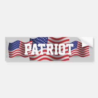 Bandera que agita del patriota de Estados Unidos Pegatina Para Auto