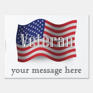 Bandera que agita del veterano de Estados Unidos Señal