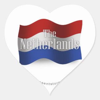 Bandera que agita holandesa pegatina en forma de corazón